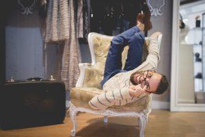 Sergio Barrón en su tienda de corsets en Madrid.